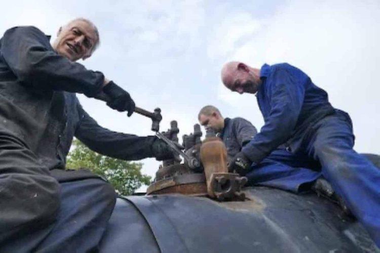 Removing 6619's Safety Valves // Credit 4253 Locomotive Company Ltd