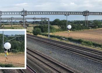 Balloon on ovearhead electric lines at Tamworth composite