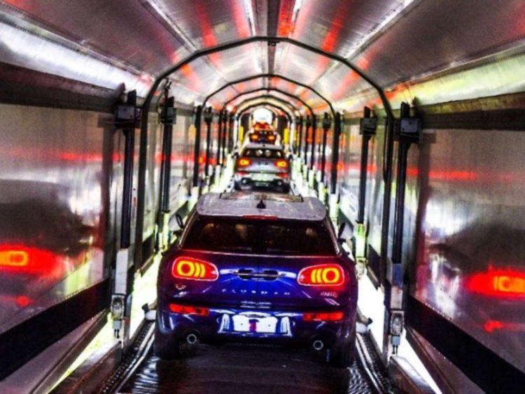 BMW MINI WIA Wagon Loading