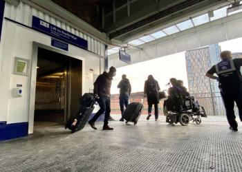 Passengers leaving platform 13 and 14 lifts at Manchester Piccadilly