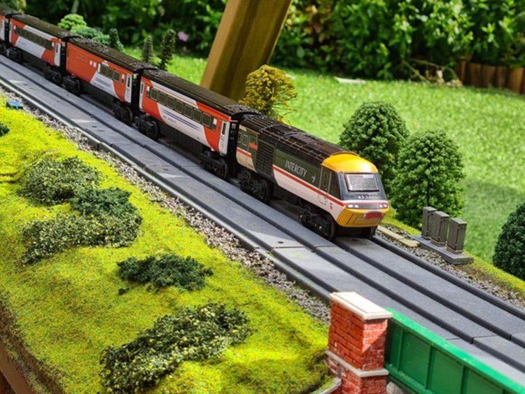East Midlands Railway Brio HST model