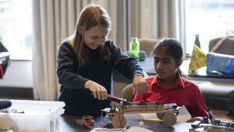 promote STEM in UK Primary schools